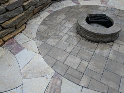 Unilock Beacon Hill Inlay Rivercrest Fire Pit Flagstone Accent